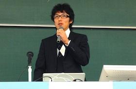 """title=""""大学での講演"""""""